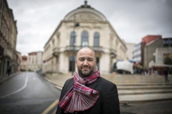 ABDELWAEB SEFSAF, DIRECTEUR DU THEATRE DE ROANNE.FRANCE, 2 MAI 2014.